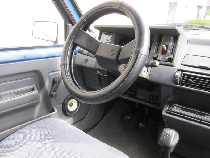 エクスプレスの運転席
